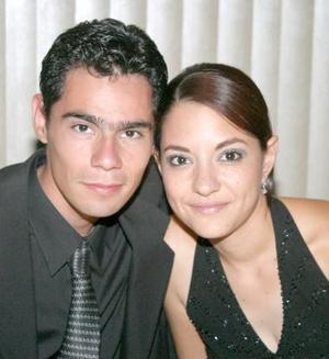 Omar Adams y Alejandra Pérez.