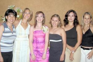 Beatriz Villegas acompañada de sus amigas Lily, Érika, Angélica Gaby y Cristina en la despedida de soltera que se le ofreció por su próxima boda.