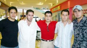 Carlos Omaña, Mike Vesuña, Alejandro MArín, Gerardo y Chuy Henry.