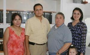 Guadalupe Ríos de Rodríguez, Jesús Huereca Olvera, Virginia Barriento, María Rodríguez Díaz y Miguel Ángel Díaz Olvera.