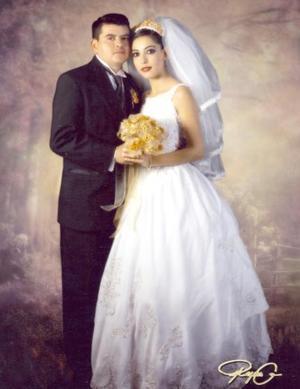 Sr. Miguel Hernández Muñiz y Srita. Edna Huerta Herrada el día de su enlace nupcial.