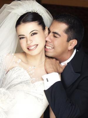Martín Antonio Higuera Carrillo y Gloria Alejandra Olivares Vidaña celebraran se primer aniversario de feliz matrimonio