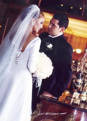 Ing. Julián Montoya Zenteno y Lic. Elva Ileana Chavarría Martínez contrajeron matrimonio religioso en la parroquia Los Ángeles el 15 de mayo de  2004
