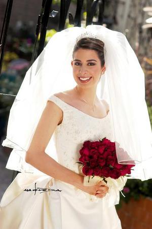 Lic. Vanessa Blando Torres el día de su enlace nupcial con el Lic. Celso Reyes Ramírez  <p> <i>Estudio: Maqueda</i>