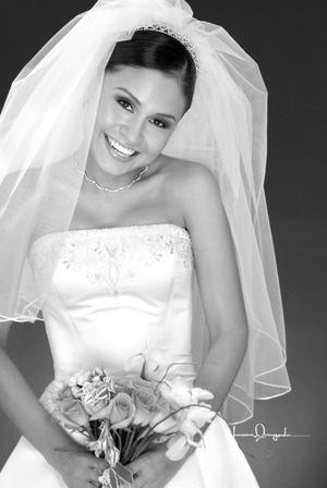 Ing. Elizabeth Dorado Saldaña unió su vida en el Sacramento del matrimonio a la del Ing. Samuel Armando Castillo Acosta <p> <i>Estudio: Laura Grageda</i>