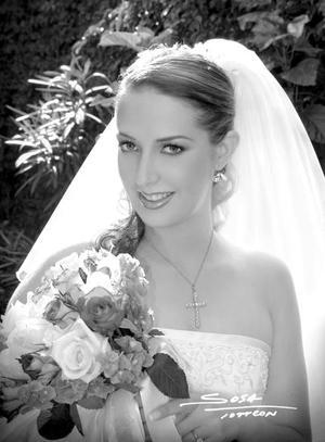 Lic. Claudia Mendiola Rodríguez el día de su enlace nupcial con el Lic. Severino González Martínez. <p> <i>Estudio: Sosa</i>