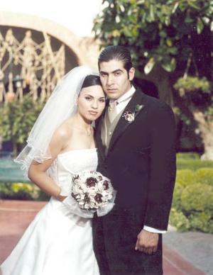 Lic. Jorge Alberto Mejía Martínez y Srita. Érika García Guzmán contrajeron matrimonio el viernes 21 de mayo de 2004.