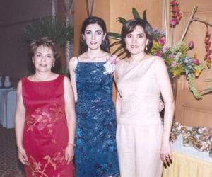 Cecilia Salmón Abraham en compañía de María Luisa M. de Villarreal y Carolina V. de FLores en su despedida de soltera
