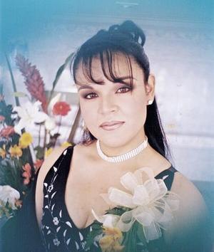 Aída Ponce Gutiérrez captada en su despedida de soltera
