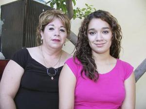 María del Socorro Fuentes y Karla Muñoz, en reciente acontecimiento social.