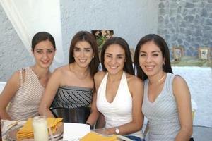 Mayne de la Garza, MArgarita Saracho, Paola Pámanes y MAricarmen Alatorre, captadas en reciente festejo social.