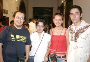 <i><u>12 de julio</i></u><p>  Néstor Solís, Diana Solís, Silvia Hernández y Sinahí Serrano