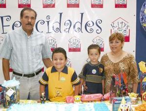 Gerardo y Walter Cebeño Ordaz disfrutaron de una divertida fiesta de cumpleaños, ofrecida por sus abuelos, Ricardo Ordaz y Juana María Muñoz