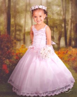<i><u> 11 de julio </i></u><p>  Reyna Lizbeth Zúñiga B., en una fotografía de estudio con motivo de sus tres años de vida es hija de los señores Marco Antonio Zúñiga Reyes e Irene Barraza Ramírez