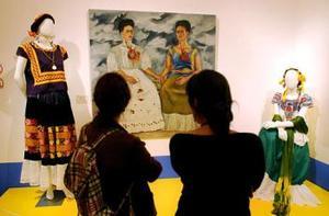 Por otro lado, en los estado de Colima y Veracruz se llevará a cabo el espectáculo de danza Frida... un infierno milagroso.