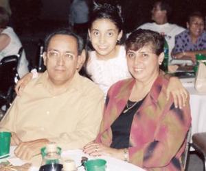 Jesús del Río y Lucía González de De Río con su hija Laura del Río González