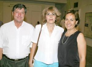 Mano y Tony Mejías y Lupita Leal