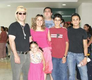 Kaman Roberto Elhashwa, Alan Alcántara, Sader Villarreal, Diana y Emad Elsashwa, Patricia de Elhashwa
