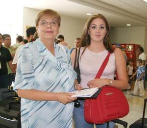 <u><i> 11 de julio</i></u><p>  Zóchitl de Meléndez y Pamela Meléndez viajaron a Cancún