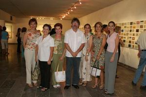 July Anguiano, Belinda de Nahle, Gaby de López, Estrella Suller, Lety Cañedo y Eva de magallanes junto al artista Jordi Boldó.