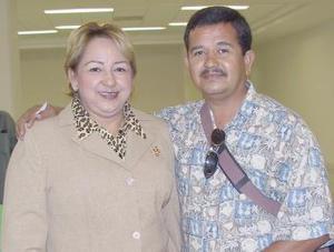 <u><i>13 de julio</i></u><p>   Yolanda Iglesias Cabrales y Juan Manuel Barragán, viajaron a Cancún.
