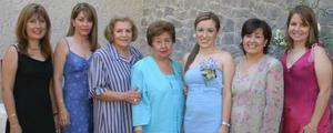 Montserrat Casan Sandoval acompañada de Mayela S. de De la Garza, María Teresa Saracho Pérez, Loretta Marcos de Casan, Cecilia Pérez de Saracho, Hortensia S. de Casan y Loretta de Peña.