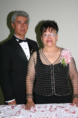 Roberto Landeros Ayala y Martha de Landeros.