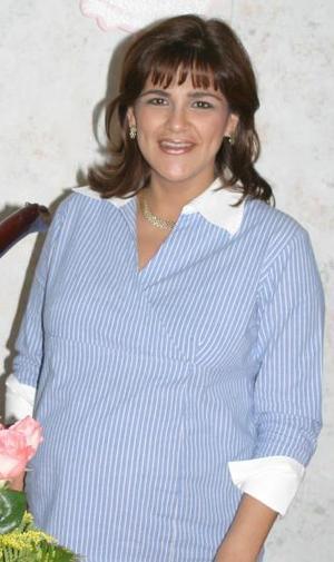 Evy Frías de Case, caprtada en la fiesta de canastilla que le organizó su mamá Eva Meraz de Frías.