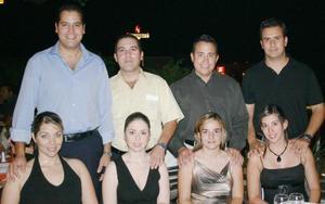 Fernando Serrano, Érika Loera, Enrique Orozco, Sandy de Orozco, Jorge Rivera, Estela de Rivera, Carlos Verástegui y Varenka de Verástegui.