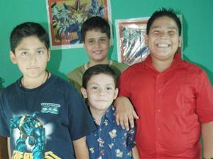 Jonathan René y Juan Manuel Blásquez Livas festejaron sus respectivos cumpleaños, con un divertido convivio al que asistieron amigos y familiares.