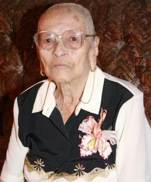 <i><u> 15 de julio</i></u><p>  Señora Aurora Solís Ríos festejó sus 98 años de vida, con un agradable convivio que le ofreció su familia.