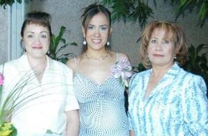 <u><i> 15 de julio </u></i><p>  Cyntia en compañía de Bertha Leal de Medina y María Guadalupe López de Facio.