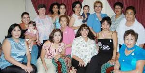 <i><u> 16 de julio</i></u><p>  Virginia Hernández de Rojo disfrutó de una fiesta de regalos, que le ofrecieron un grupo de amistades en honor del bebé que espera.