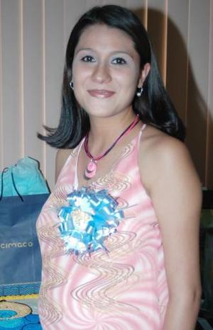 Brenda Cortez de González espera la llegada de su primer bebé y por tal motivo, disfrutó de una fiesta de canastilla.