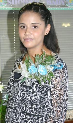 Érika Rodríguez de Tapia recibió numerosas felicitaciones, en su fiesta de canastilla.