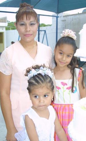 Irma  Daniela y Alexa Grissel Romo García cumplieron tres y seis años de vida, respectivamente y lo festejaron con un divertido convivio infantil, que les ofreció su mamá, Irma Yolanda García de Romo.