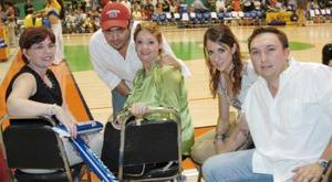 Iván Obeso, Daniela Ramos, Marina de Falcón, Manuel Falcón y Estela Obeso.