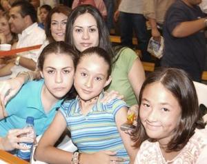 Sayda y Alicia Ganem, Daniela Díaz y Deborah Rivas.
