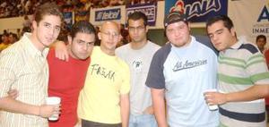 Kamala, Coby, Luis Murra, Adrián Santana, Andrés Morales y Jorge Núñez.