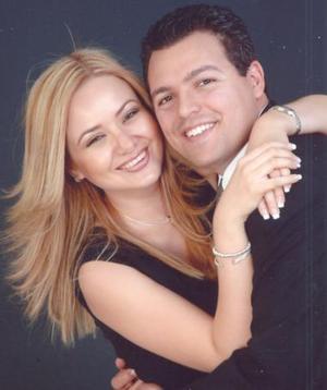 Carmen María Cázares y Marco Antonio Arroyo Torres.