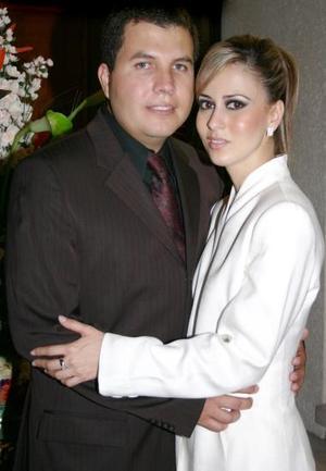 <u><i> 17 de julio </u></i><p>    Víctor Hugo Olmos Castro y Laura Garnier Monroy.