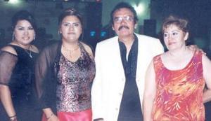 Daniela Denisse, Cynthia Argentina, Daniel Álvarez y Rosalía Carreón, en pasado  festejo social.
