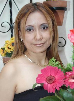 Irma Pinedo García contraerá matrimonio con Alejandro Jara Vázquez y por tal motivo, disfrutó de una despedida de soltera.