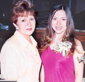 <u><i> 17 de julio </u></i><p>    María del Rocío junto a su mamá, Rosita Rodríguez de Acosta.