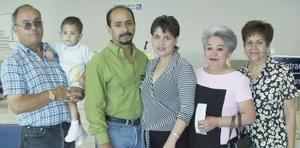 <u><i>17 de julio</i></u><p>  Javier e Irma Quiroz, Gloria Cabral, Carlos, Edith y Carlitos González viajaron a Tijuana.