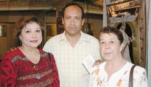 Esther de Orozco, Francisco Hernández y Elena de Hernández.
