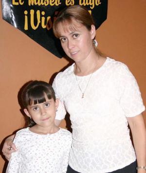 Lily Paredes y Elizabeth Echávez.