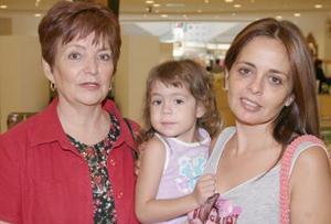 Lupita de Martínez, Sabina Briones Martínez y Lourdes Martínez de Briones.