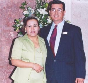 El maestro Albino Góndora en compañía de su esposa, en pasado acontecimiento social.