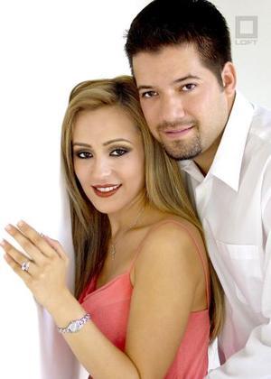 Sr. Jesús Mario Lozano González y Srita. Ileana Alejandra García Ríos efectuaron su presentación religiosa en la parroquia de La Sagrada Familia el viernes nueve de julio de 2004.
